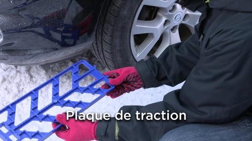 Kit de sécurité en hiver Canadian Tire - image 6 from the video