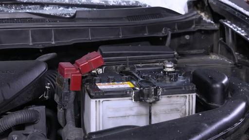 Kit de sécurité en hiver Canadian Tire - image 7 from the video