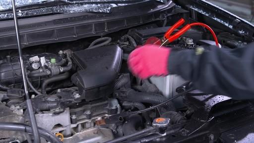 Kit de sécurité en hiver Canadian Tire - image 8 from the video