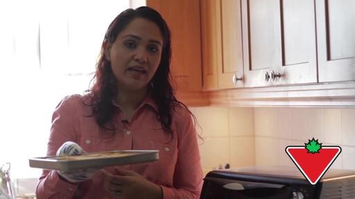 Gant de cuisine Ove Glove – Témoignage de Chand - image 10 from the video