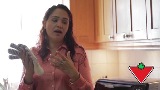 Gant de cuisine Ove Glove – Témoignage de Chand - image 3 from the video
