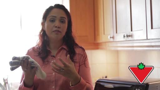 Gant de cuisine Ove Glove – Témoignage de Chand - image 4 from the video