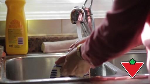 Gant de cuisine Ove Glove – Témoignage de Chand - image 6 from the video