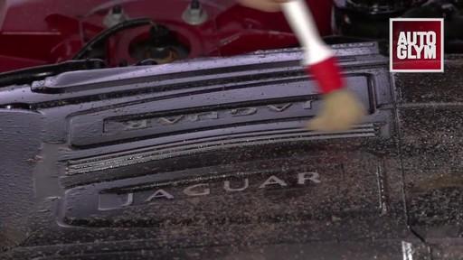 Nettoyant pour moteur et machinerie Autoglym - image 5 from the video