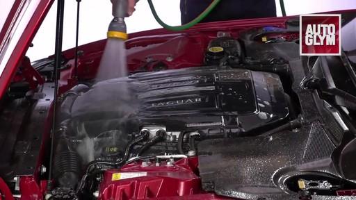 Nettoyant pour moteur et machinerie Autoglym - image 6 from the video