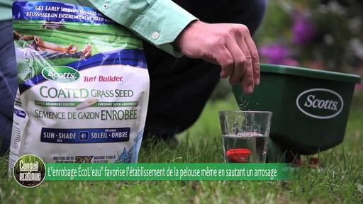 Ensemencement de la pelouse avec Frankie Flowers - image 4 from the video