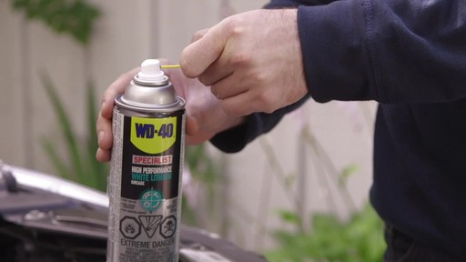 Graisse au lithium blanche WD-40 Specialist - image 2 from the video