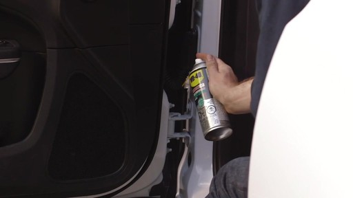 Graisse au lithium blanche WD-40 Specialist - image 4 from the video