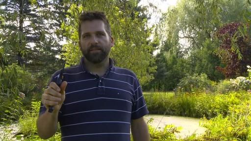 Sécateur à contre-lame Fiskars de professionnel - Témoignage d'Éric  - image 5 from the video