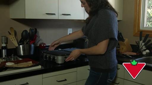 Gril 5 en 1 Cuisinart Griddler – Témoignage de Keri - image 2 from the video