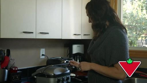 Gril 5 en 1 Cuisinart Griddler – Témoignage de Keri - image 5 from the video