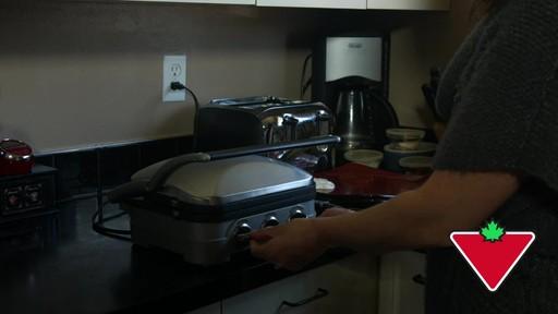 Gril 5 en 1 Cuisinart Griddler – Témoignage de Keri - image 6 from the video