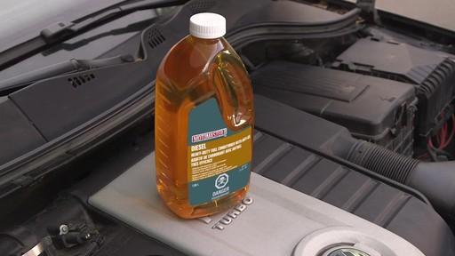 Additif de carburant avec antigel MotoMaster - image 4 from the video