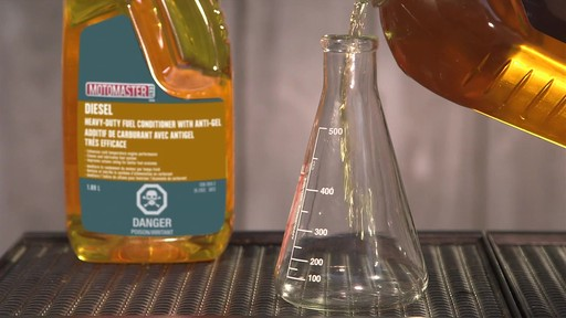 Additif de carburant avec antigel MotoMaster - image 5 from the video