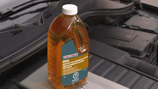 Additif de carburant avec antigel MotoMaster - image 7 from the video