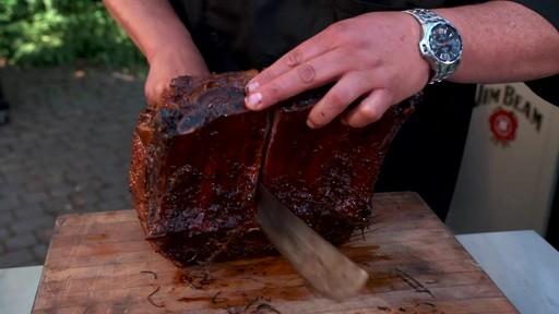 Bradley Smoker - Pour la cuisson d'une côte de bœuf dans un fumoir Bradley - image 10 from the video