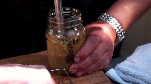 Bradley Smoker - Pour la cuisson d'une côte de bœuf dans un fumoir Bradley - image 2 from the video