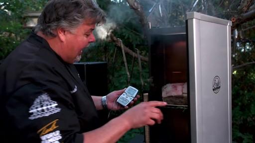 Bradley Smoker - Pour la cuisson d'une côte de bœuf dans un fumoir Bradley - image 5 from the video