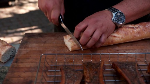 Bradley Smoker - Pour la cuisson d'une côte de bœuf dans un fumoir Bradley - image 7 from the video