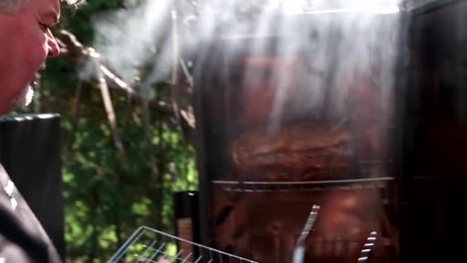 Bradley Smoker - Pour la cuisson d'une côte de bœuf dans un fumoir Bradley - image 8 from the video
