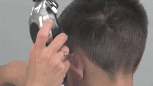 Tondeuse à barbe Wahl à pile - image 7 from the video