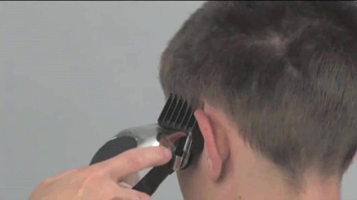 Tondeuse à barbe Wahl à pile - image 9 from the video
