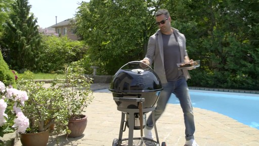 Barbecue australien Coleman - image 3 from the video
