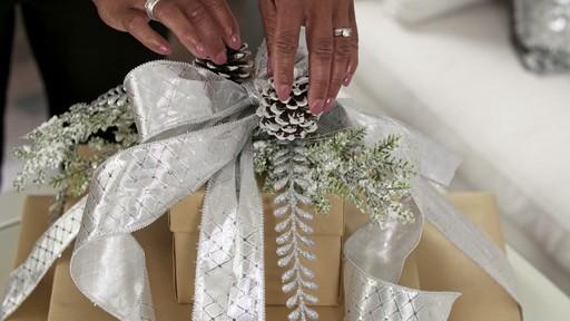 Présentation de cadeaux - image 1 from the video