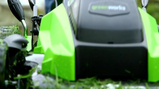 Tondeuse GreenWorks à moteur sans balai de 40 V - image 1 from the video