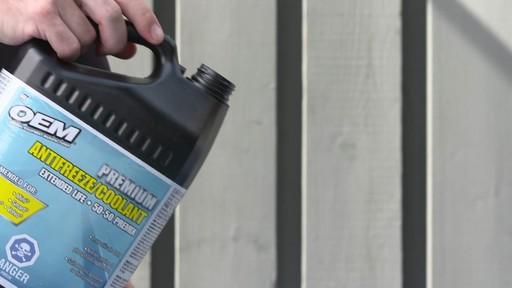Liquide de refroidissement prémélangé OEM XL Europe, 3,78 L - image 4 from the video
