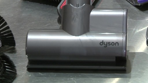 Aspirateur-balai Dyson V6 Animal- le témoignage de Veronique - image 10 from the video