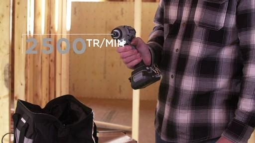 Tournevis à percussion à moteur sans balai MAXIMUM, 20 V - image 4 from the video