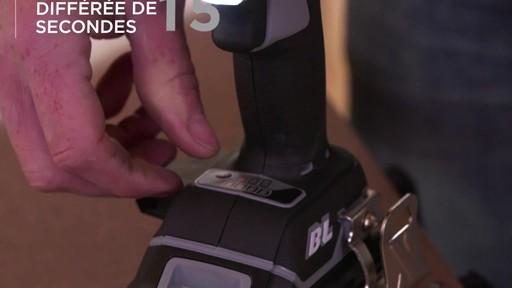 Tournevis à percussion à moteur sans balai MAXIMUM, 20 V - image 7 from the video
