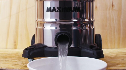 Aspirateur de déchets secs et humides MAXIMUM, inox, 30 L - image 4 from the video