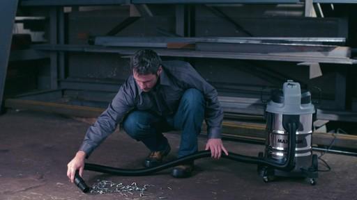 Aspirateur de déchets secs et humides MAXIMUM, inox, 30 L - image 6 from the video