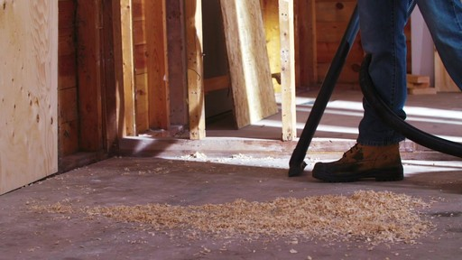 Aspirateur de déchets secs et humides MAXIMUM, inox, 30 L - image 9 from the video