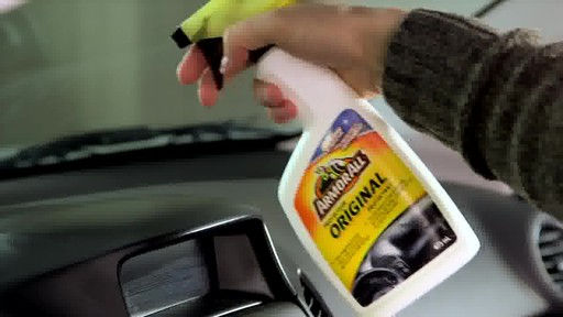 Produit de protection Armor All - image 4 from the video