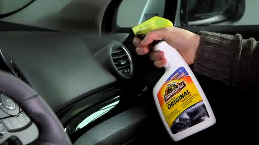 Produit de protection Armor All - image 5 from the video