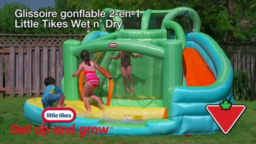 Glissoire gonflable 2-en-1 Little Tikes Wet N' Dry - image 1 from the video
