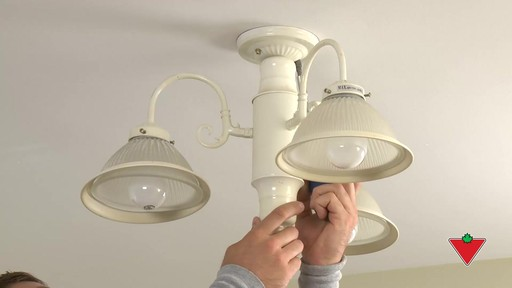 Comment installer un luminaire - image 2 from the video