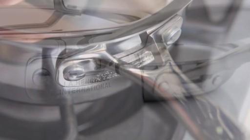 Batterie de cuisine revêtue Henckels, 10 pces - image 6 from the video