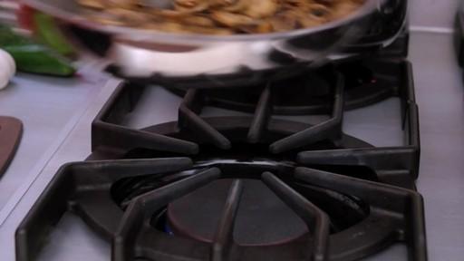 Batterie de cuisine revêtue Henckels, 10 pces - image 7 from the video