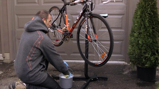 Entretien des vélos - image 2 from the video