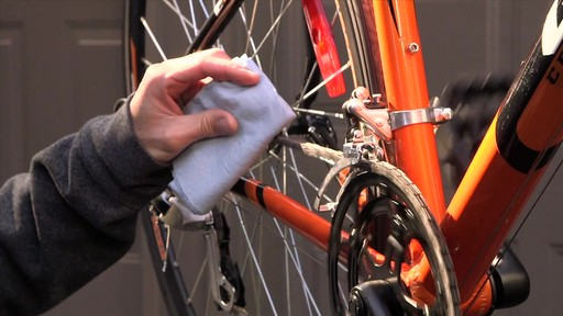 Entretien des vélos - image 3 from the video