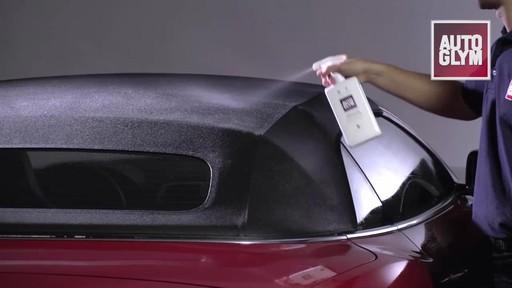 Nécessaire d'entretien pour toit de décapotable Autoglym - image 7 from the video