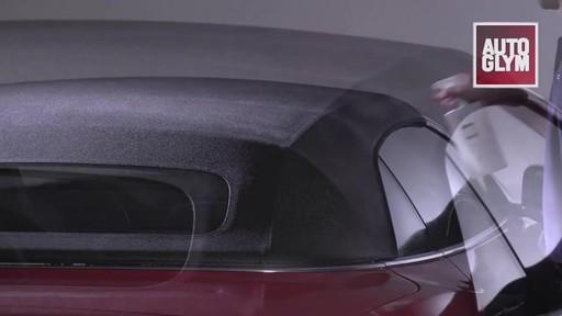 Nécessaire d'entretien pour toit de décapotable Autoglym - image 8 from the video