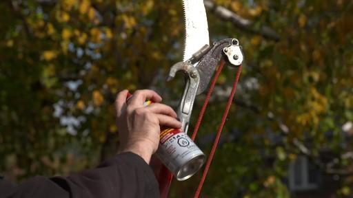 Lubrifiant et pénétrant anti-rouille Fluid Film - image 4 from the video