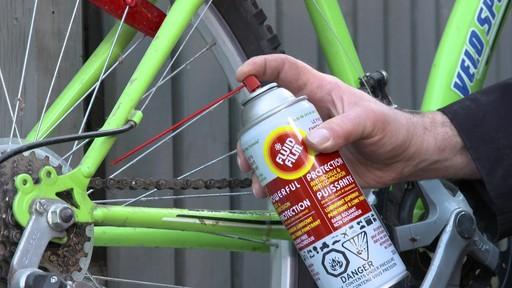 Lubrifiant et pénétrant anti-rouille Fluid Film - image 6 from the video
