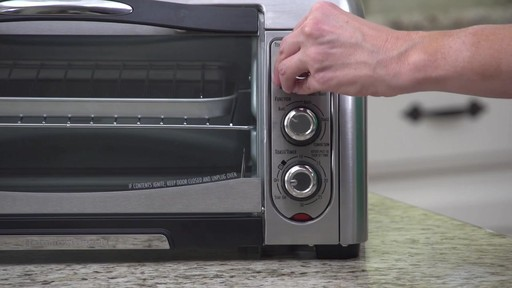 Four grille-pain à convection Hamilton Beach Easy-Reach - image 7 from the video