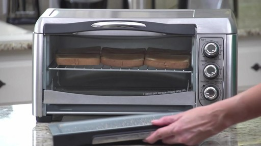 Four grille-pain à convection Hamilton Beach Easy-Reach - image 9 from the video